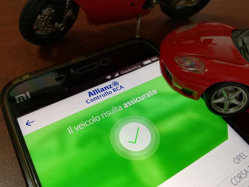usare smartphone per verifica copertura assicurativa