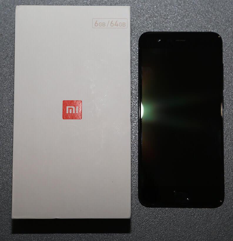 mi6 scatola e smartphone
