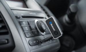 Aggiungere Bluetooth e Wi-Fi su un'auto