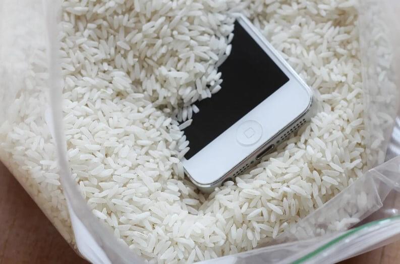 asciugare telefono con riso